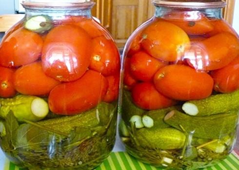 Овощное ассорти на зиму из помидоров и огурцов