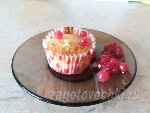 Кексы с начинкой из красной смородины