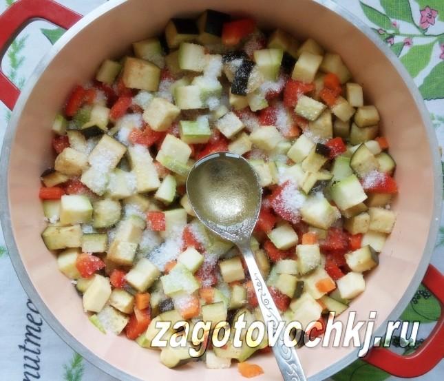 добавить к салату соль и сахар