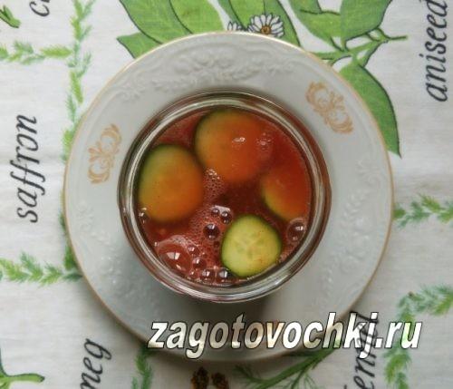 залить огурцы томатным соком