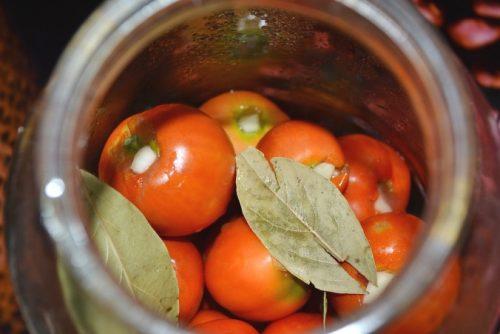 нафаршировать помидоры чесноком