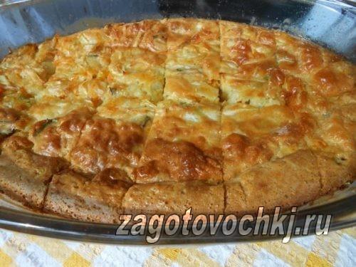 Закусочный пирог с рыбными консервами и овощами