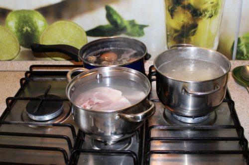 сварить необходимые продукты для салата