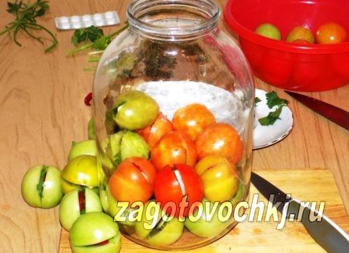 уложить помидоры в банки