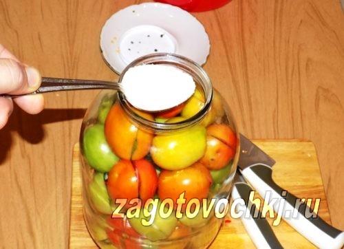 добавить 2 столовые ложки сахара к помидорам