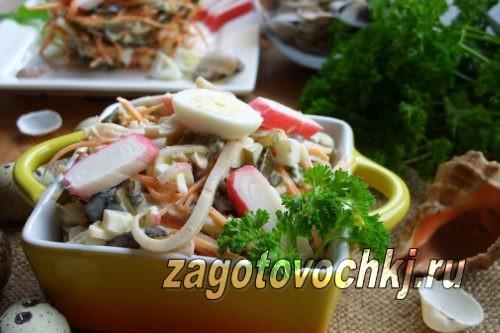 вкусный салат с крабовыми палочками и кальмарами