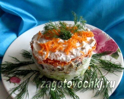 салат с рыбными консервами и капустой