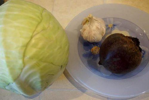 Маринованная капуста со свеклой, простой и быстрый рецепт