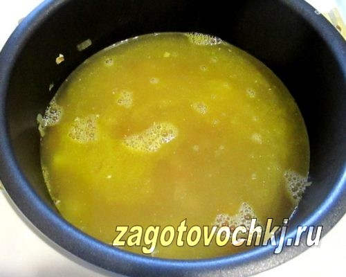 добавить маринад к овощам