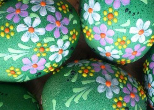 покрасить яйца на Пасху зеленкой
