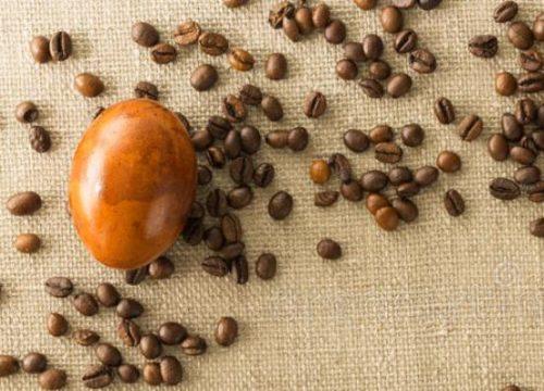 окрашивание яйца кофе