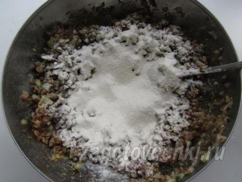 добавить белки и муку в запеканку