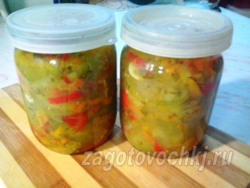 Простой салат из зеленых помидоров на зиму без стерилизации