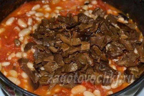 добавить грибы к томату и фасоли
