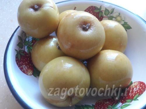 квашеные яблоки в рассоле из ржаного хлеба, фото