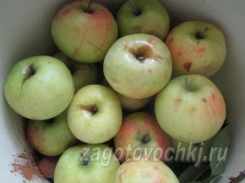 уложить яблоки