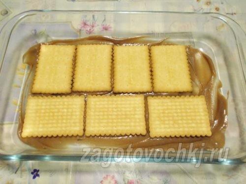 смазать кремом печенье