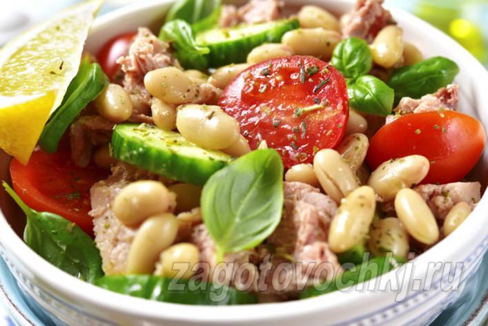 Теплый салат с консервированным тунцом