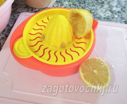 выжать сок из лимона