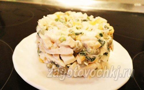 салат из консервированного кальмара с креветками