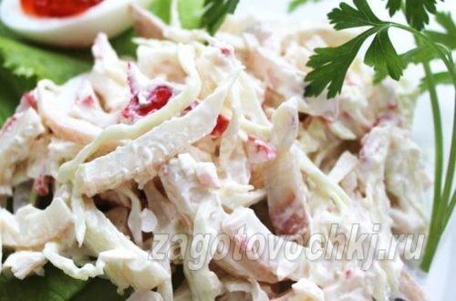салат из консервированных кальмаров с крабовыми палочками