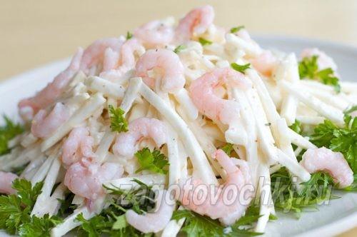 салат из консервированного мяса кальмара