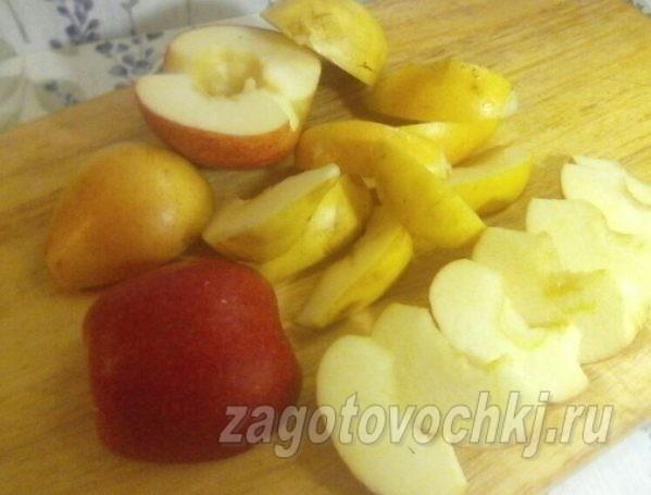нарезать яблоки, груши дольками