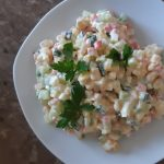 салат с крабовыми палочками и консервированной кукурузой