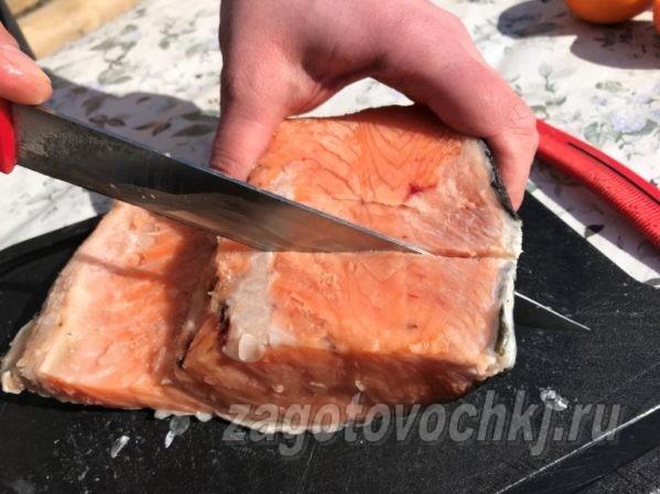 разрезать семгу