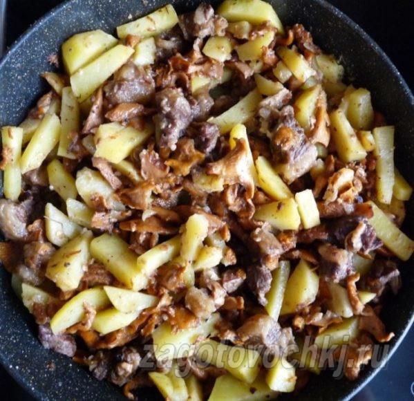 жаркое из утки, картофеля и грибов