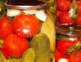 Овощное ассорти на зиму из помидоров и огурцов, простой рецепт